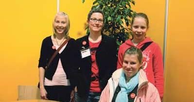 Rita Paqvalén tillsammans med en ny generation kvinnor i Helsingfors, Jessica Rautelin, Josefina Paqvalén och Emma Blomster.
