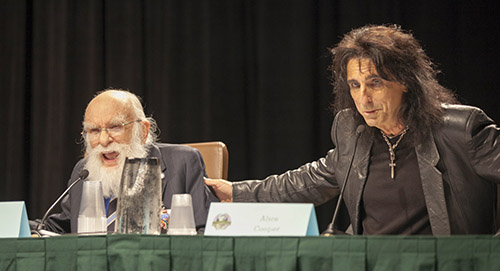 Bland James Randis mer udda uppdrag genom tiderna var att han turnerade med rockstjärnan Alice Cooper 1973-74, och hjälpte med turnéns illusioner, som den legendariska halshuggningen av Cooper. Fotot av Terry Robinson är från Dragoncon-mässan i Atlanta 2012.