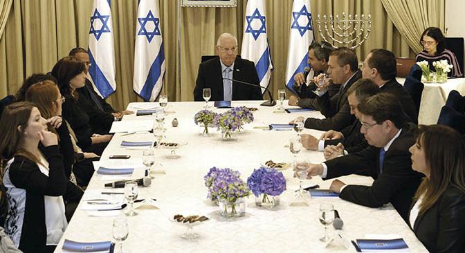 Högerhökar försvårar Palestinakonflikten