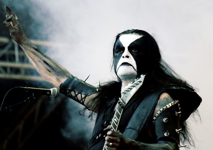 Black metallens egen seriefigur, norska Abbath hade en tuff publik framför sig då han försökte charma Tuskas metalexperter med sitt nya solomaterial. Foto: Janne Wass