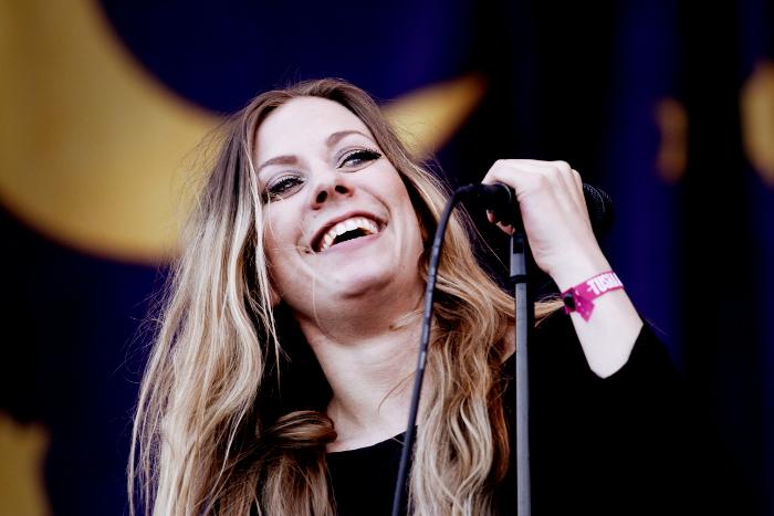 Blues Pills vokalist Elin Larsson imponerade på Ny Tids recensent med sin fantastiska röst och sin rockattityd. Foto: Janne Wass