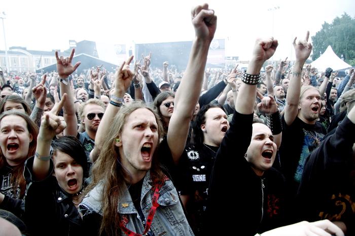 Entusiastiska fans slut upp bakom thrash metal-veteranerna Exodus från USA. Foto: Janne Wass