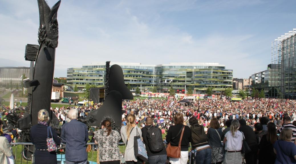 Enligt polisens uppskattningar var 15 000 personer på Medborgarplatsen. Foto: Lilian Tikkanen