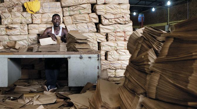 Utan plastpåsar i Rwanda