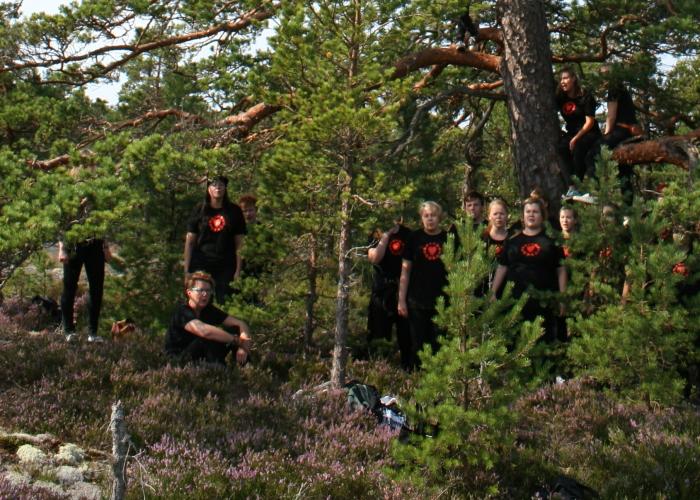 Ruamjai - körmusik bland träden i Söderlångvik.
