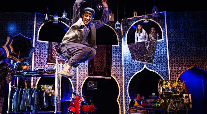 Aladdins magiska lampa tänder publiken