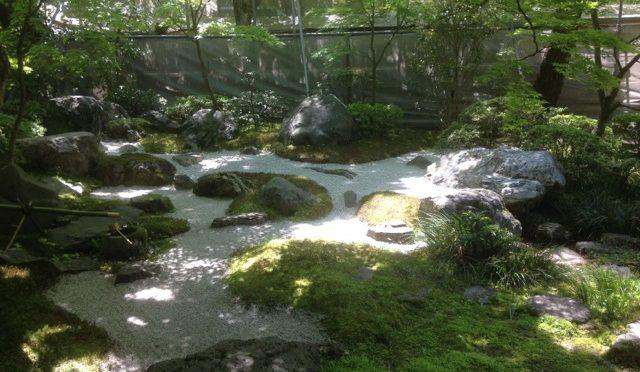 Tagen av den japanska enkelheten och lagningar i guld
