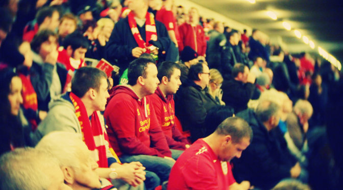 Ett brustet, rött Liverpool-hjärta